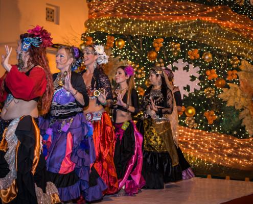 Hinter Bärbel tanzt ihre Lehrerin Elsanne