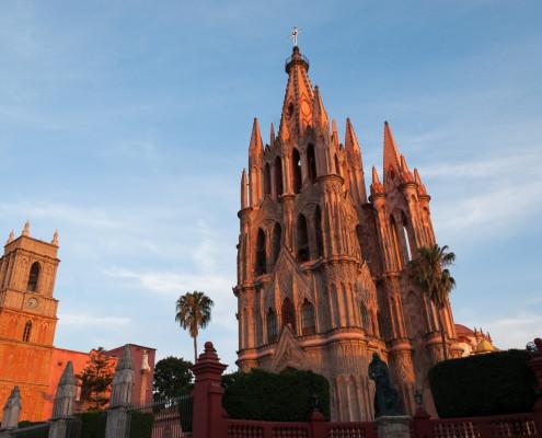 San Miguel: Parroquia de San Miguel beim Sonnenuntergang
